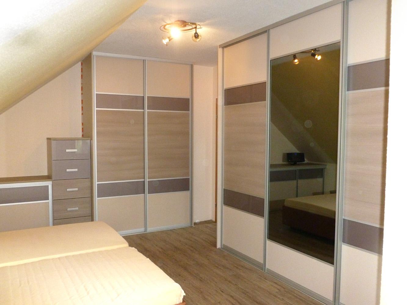 Schlafzimmer mit moderner Farbabstimmung
