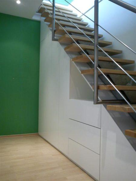 Hochglanz Treppenunterschrank