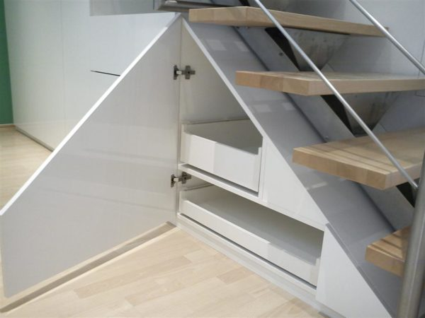 Detail Treppenunterschrank