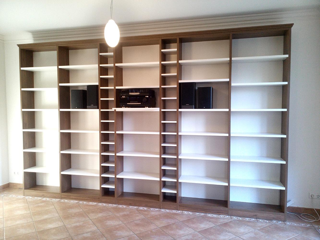 Bücherregal mit CD-Einteilung