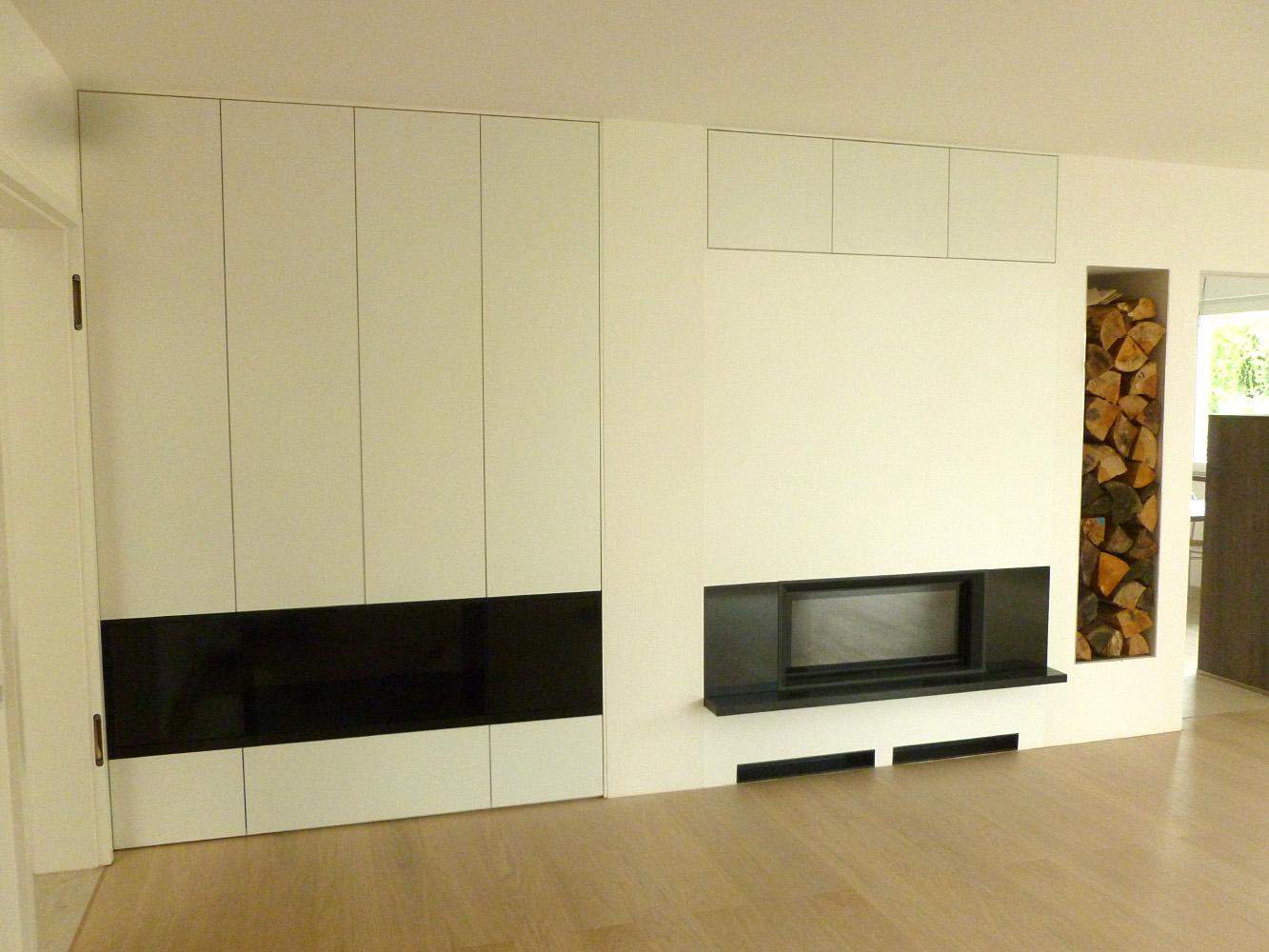 Kaminumbau weiß Hochglanz in modernem Design