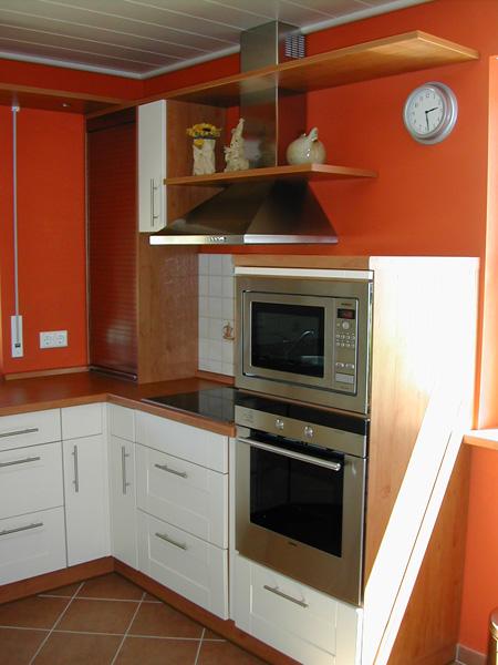 Einbauküche geplant und gebaut von der Tischlerei Schink aus Bretnig.